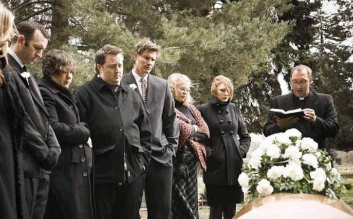vestirse para un funeral